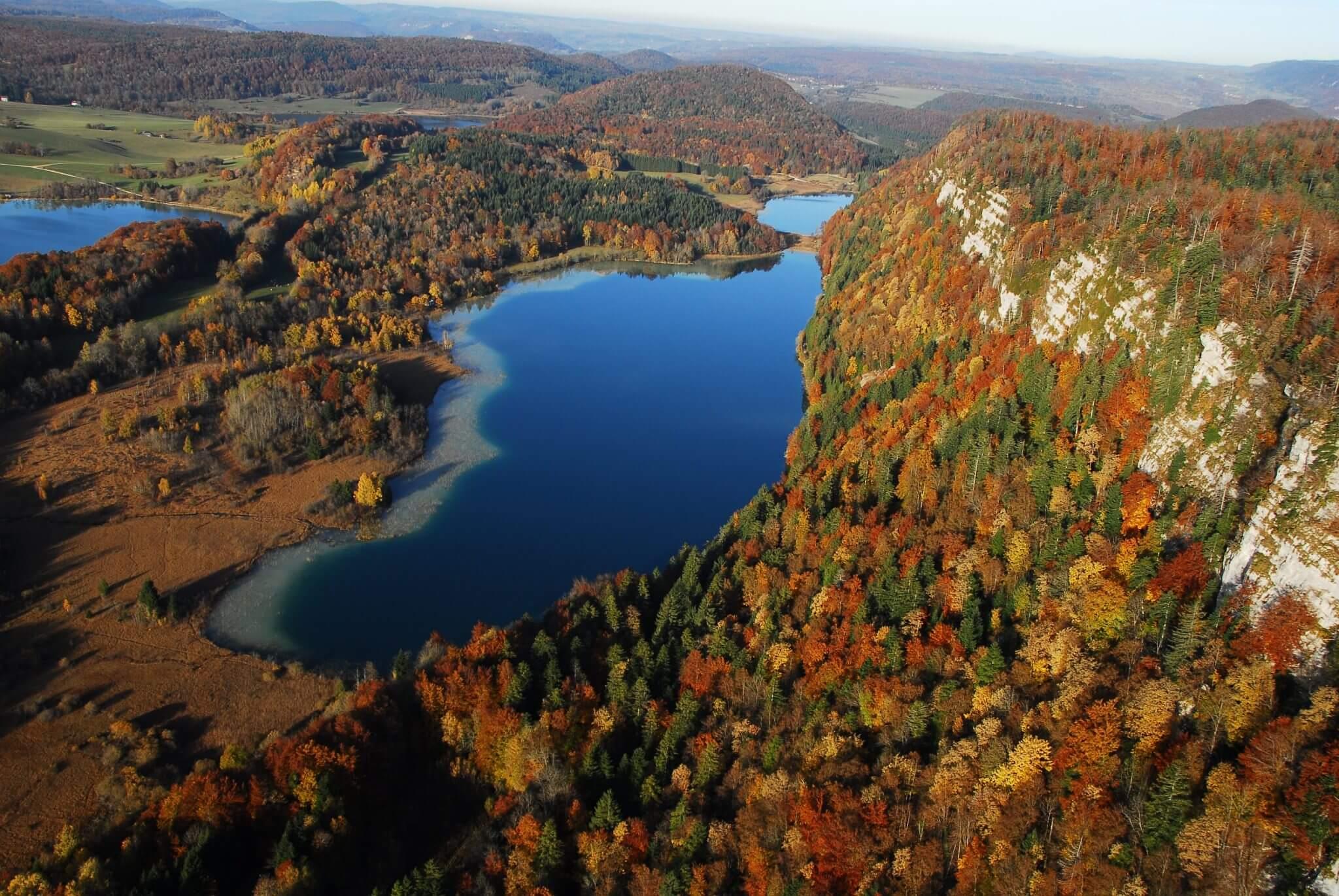 Belvédère des 4 lacs lieux à voir dans le haut jura en automne week-end wildspot