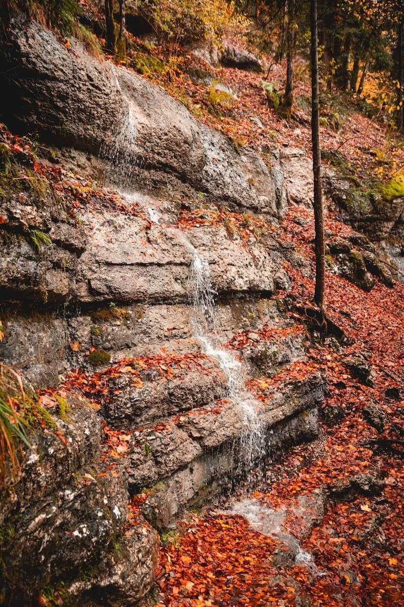 cascades du hérisson bonlieu lieux à voir dans le haut jura en automne week-end wildspot