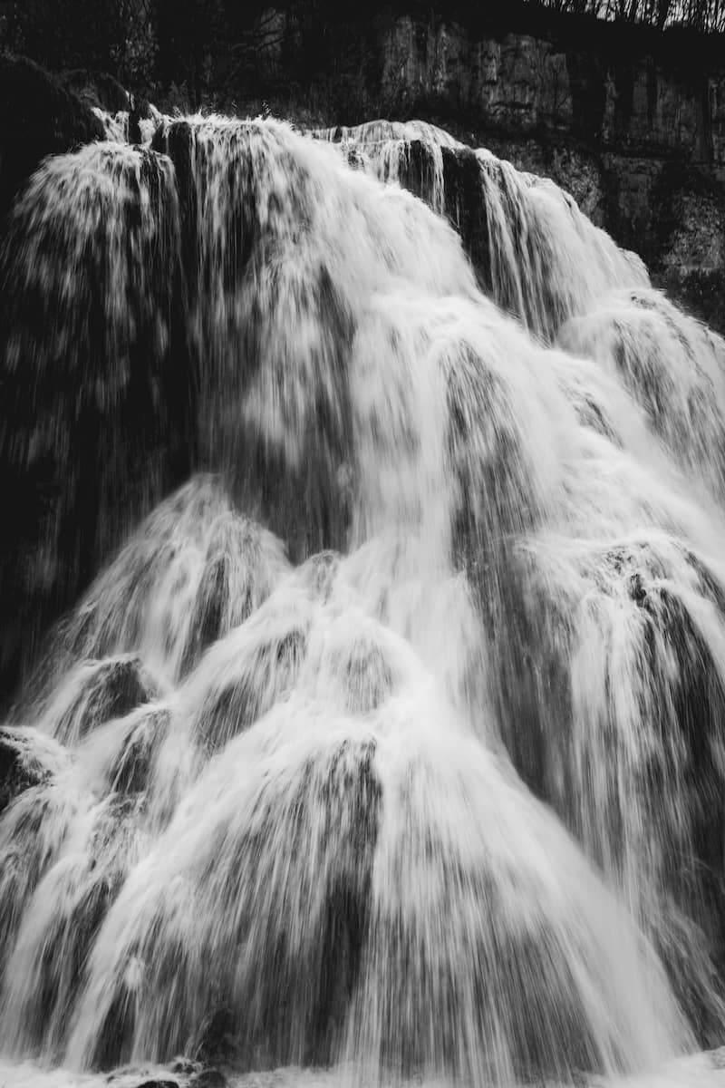 cascade des tufs baume les messieurs lieux à voir dans le haut jura en automne week-end wildspot